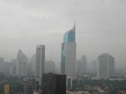 Jakarta populated and polluted
