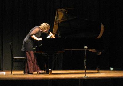 Ellen Corver plucking piano string