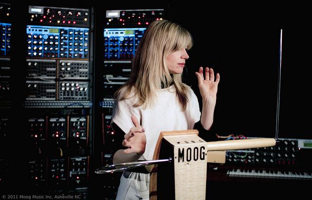 Moog Theremin yang muncul di pasaran