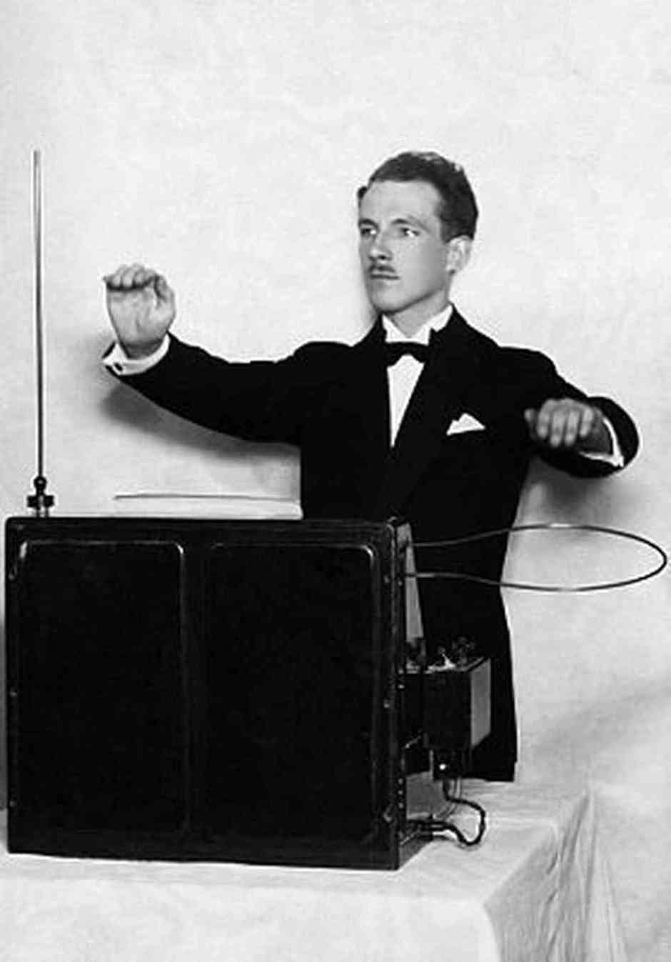 Theremin generasi pertama dengan Léon Theremin