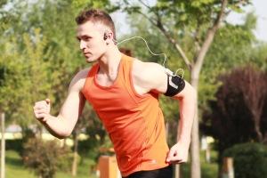 aftershokz-sport-male-running