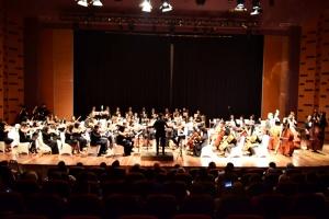 Konser Apirakjat OSUI Mahawaditra dipimpin Marisa Sharon Hartanto. Foto: Dokumentasi OSUI Mahawaditra